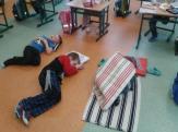 Odpočinek po těžké dřině a poslech pohádky...ta škola dá občas zabrat!!!